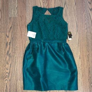 Taylor Emerald Green Size 2 Holiday Dress
